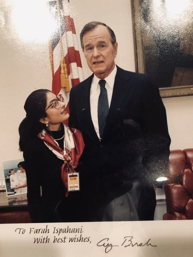 Right out of @Wellesley and working at @ABC With #GeorgeHWBush in the OEOB when he was VP. Caught mid-conversation! We were both too slow for the camera :) What a charming & kind man. RIP.
